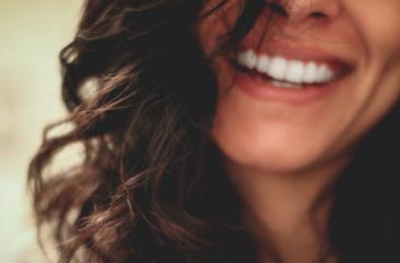 Er du ryger? Undgå misfarvede tænder!