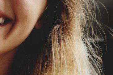 Skil dig ud med ny hårfarve og nye smykker